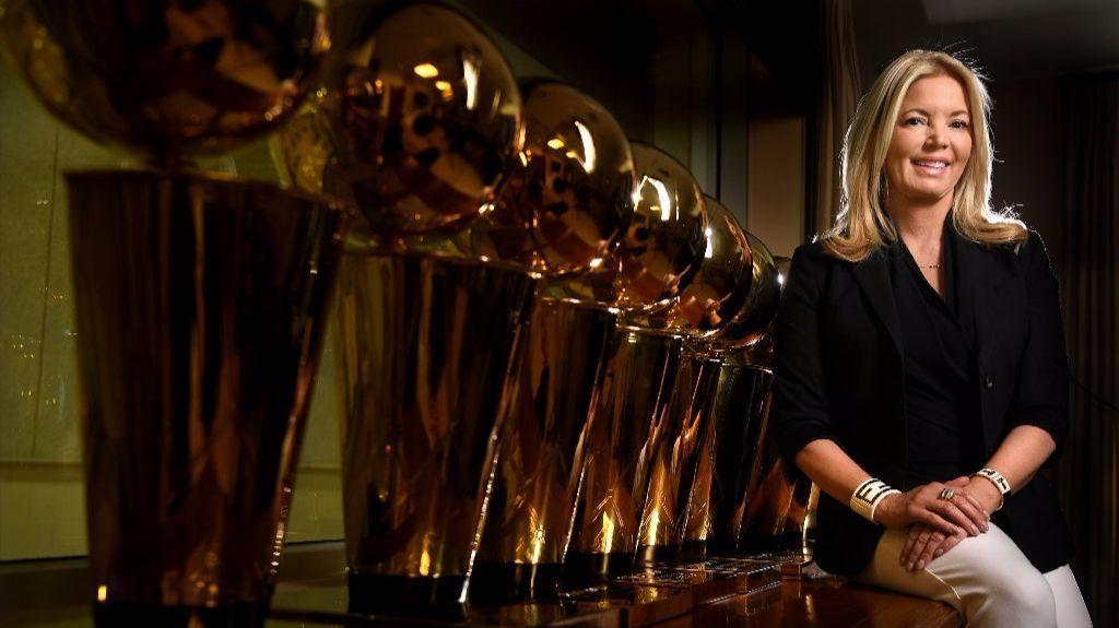 JEANIE BUSS: MADRE DE LOS DRAGONES EN LA NBA